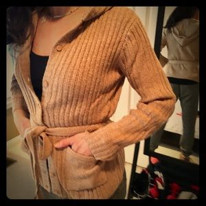 Knitted hooded cardigan with pockets.